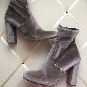 Steve Madden 'Editt' velvet bootie Grey Size 9